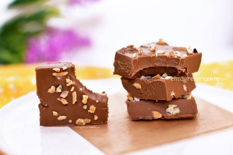 Fudge de chocolate com castanhas | Blog Emagrecer Certo #fudge #chocolate #receitas #reeducacaoalimentar