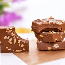 Fudge de chocolate com castanhas | Blog Emagrecer Certo #fudge #chocolate #receitas #reeducacaoalimentar
