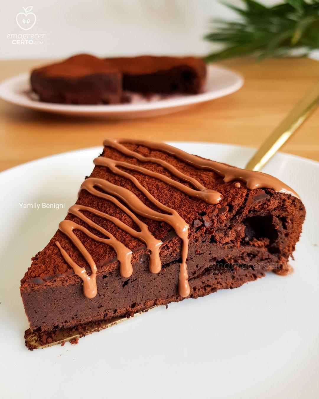 Bolo de chocolate com 2 ingredientes do blog Emagrecer Certo