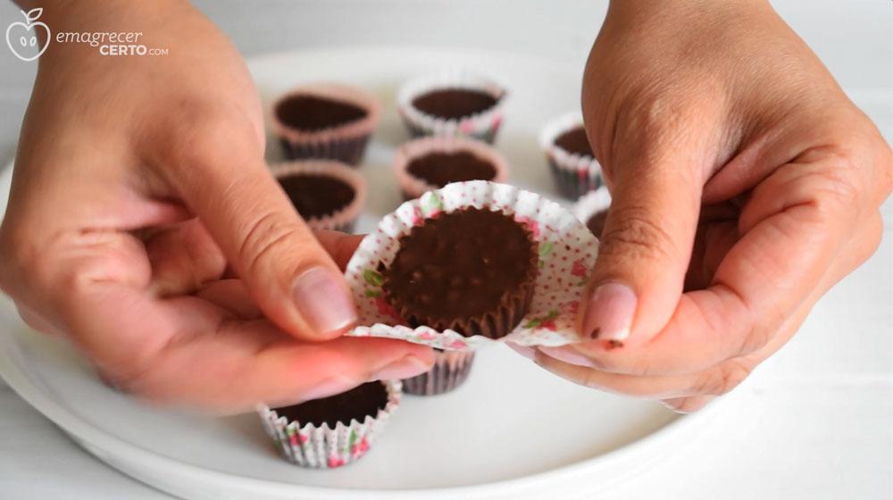 Bombom de chocolate fit pronto - blog Emagrecer Certo