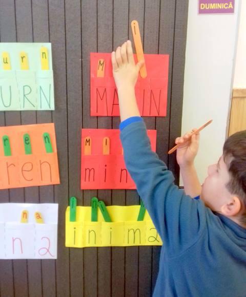 joc cu litere si betisoare