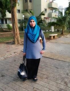 Pilihan blogger Salina warna Denim Blue
