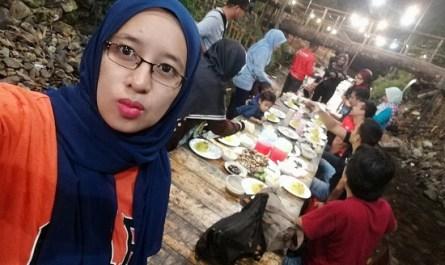 makan malam bersama teman di bbq lamb