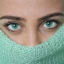 Krásu žen ohrožují bradavičky a kožní výrůstky na obličeji