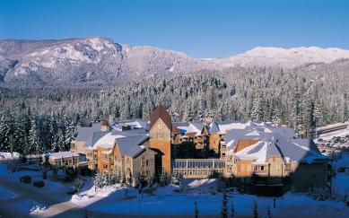 Embarc hotel and time share in Whistler