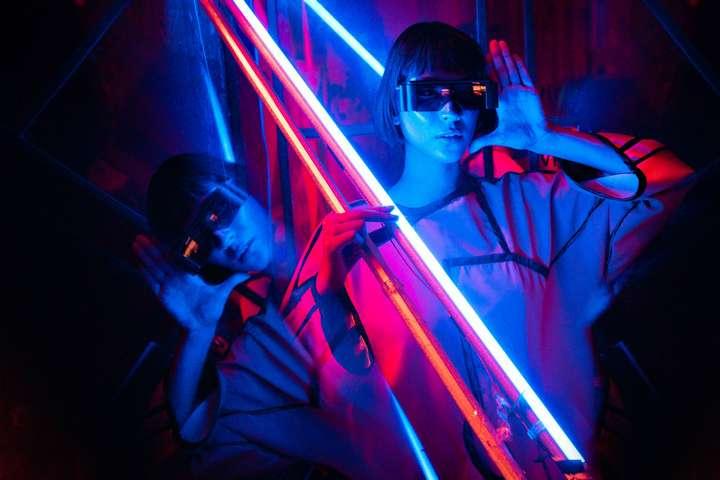 girl holding led tubes