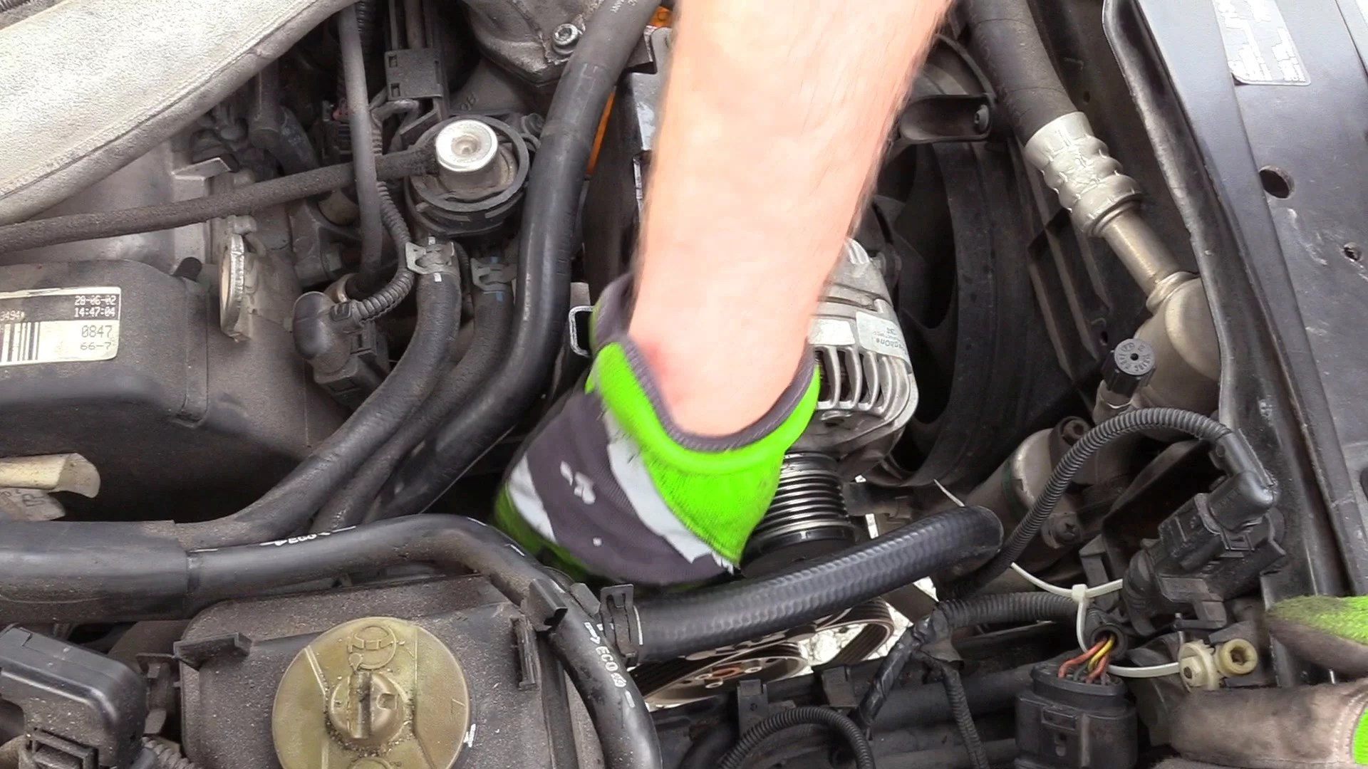 how to remove a vw jetta 2 0l new beetle golf and gti alternator96 [ 1920 x 1080 Pixel ]