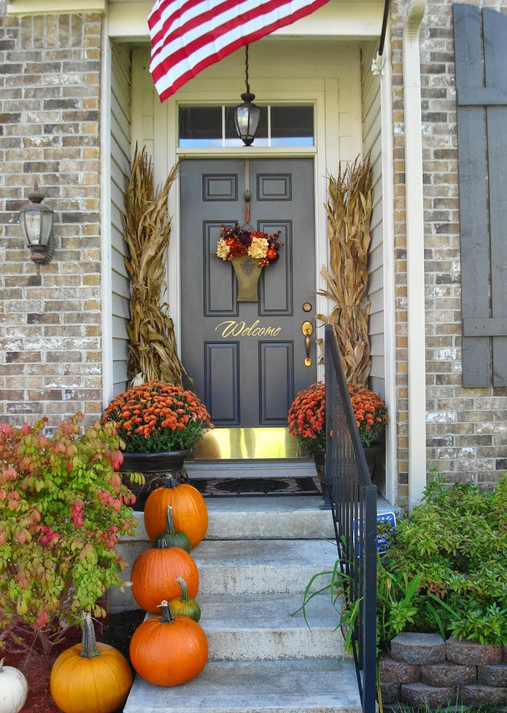 14 Fall and Halloween Porch Decor Ideas  Embellishmints