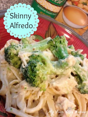This Skinny Alfredo with Chicken and Broccoli recipe is so good no one would ever guess that it's a lighter version of the family favorite. It's quick, it's easy, and it has broccoli that you'll actually want to eat! {Bonus} www.Embellishmints.com