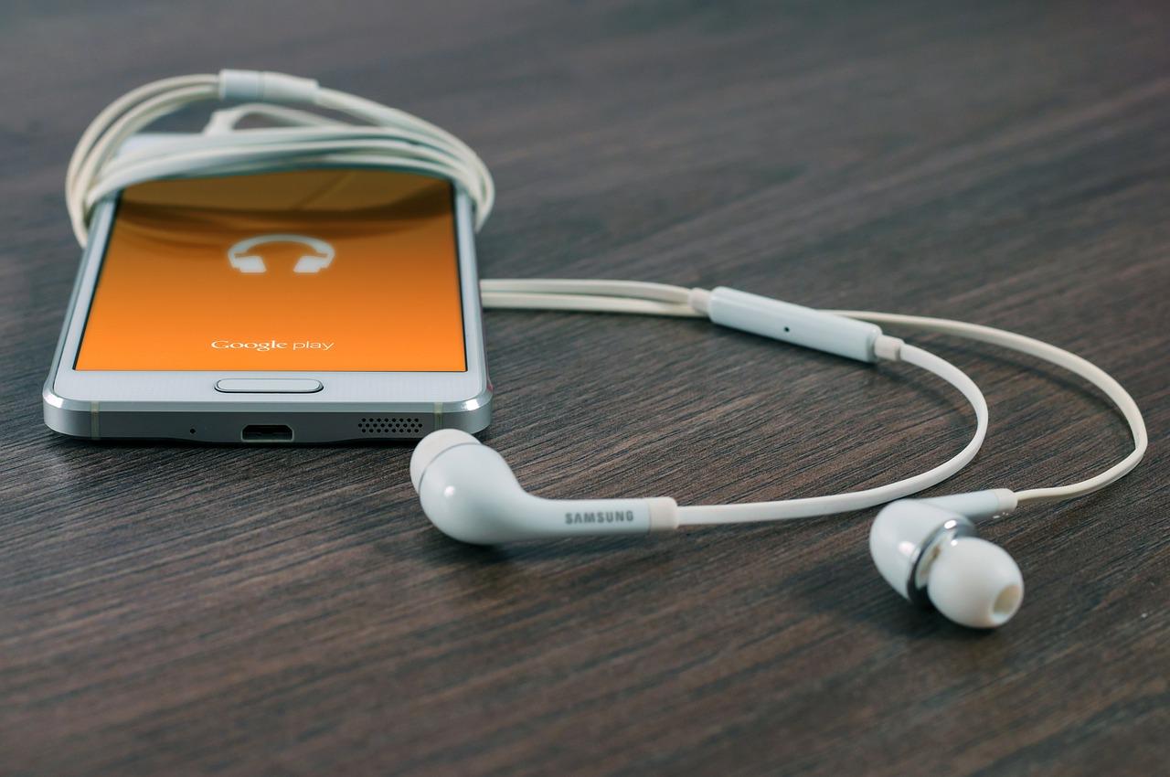 phone earbuds via pixabay.com