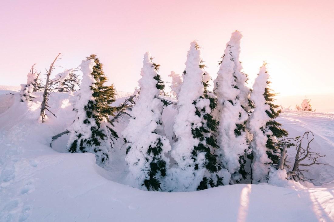 sunrise at tumalo mountain peak