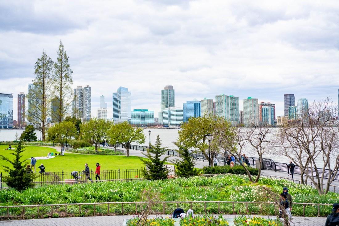 Rockefeller park new york city spring