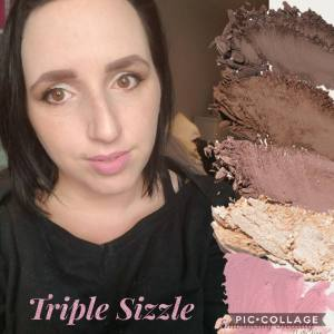 MOODSTRUCK Pressed Shadow Younique Embracing Beauty with Kim Willis