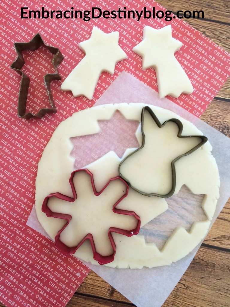 Homemade Clay Christmas ornaments: cut out the ornament shapes with cookie cutters.