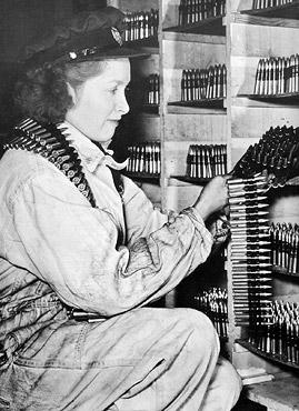 femme usine de munitions 1942
