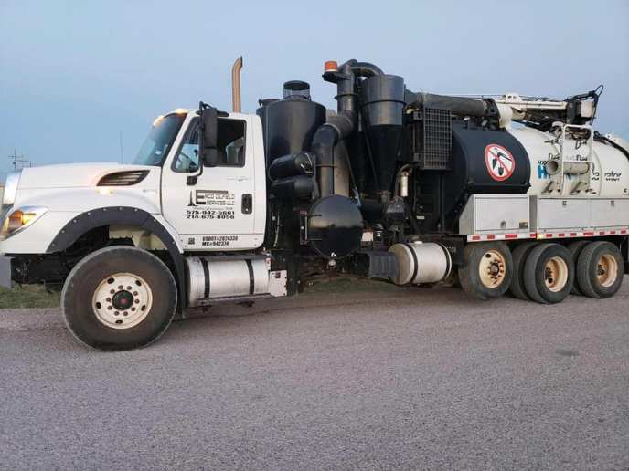 hydroevacuation truck