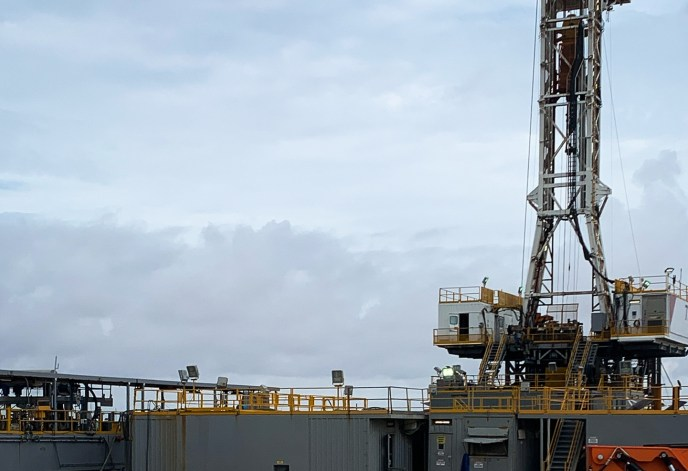 Oil rig being supported by Emco Oilfield