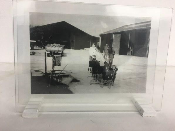 Emelien Dieleman, experiment ll, 2016, 10 x 15 cm, foto op transparant sheet tussen glas
