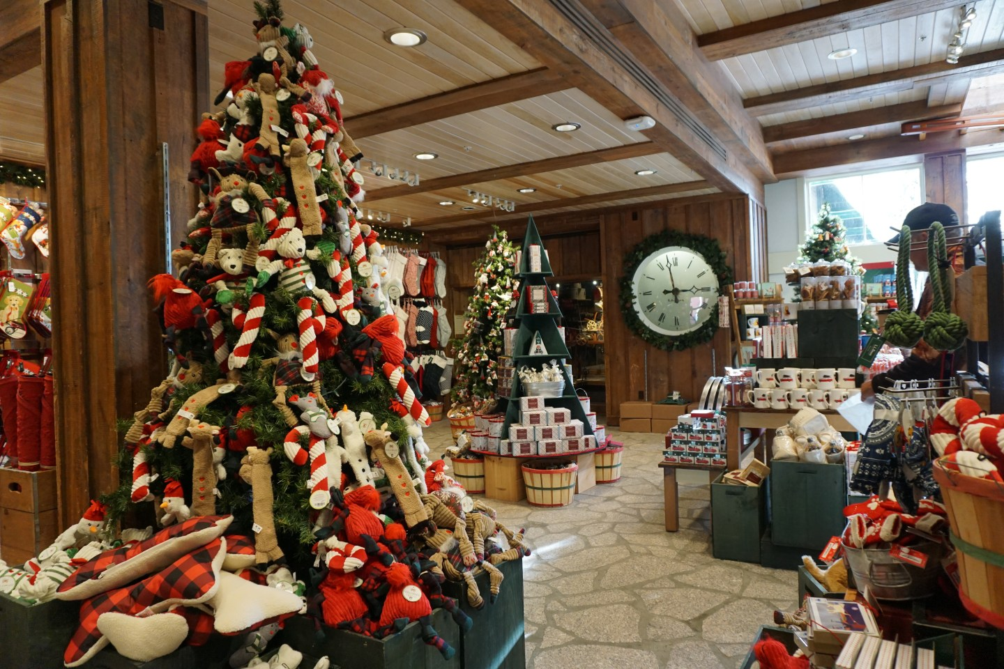 Ll Bean Christmas Trees.Trim Your Tree With Ll Bean Emerald Onyx