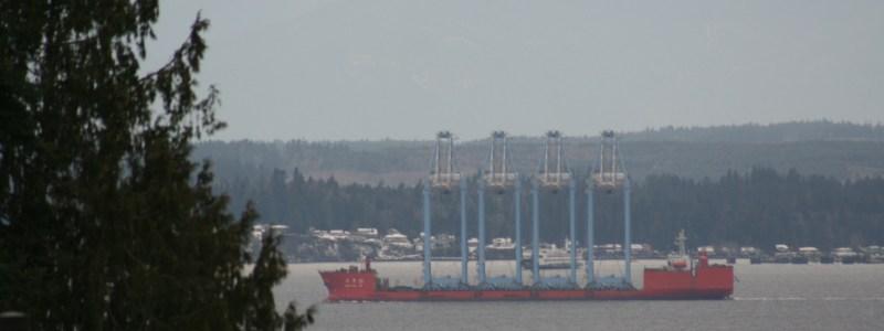 Zhen Hua 28 transports four super-post Panamax cranes.