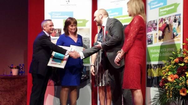 mark reddy receives award