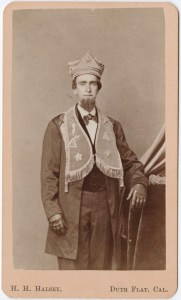 A likely post-war carte de visite showing a man in fraternal costume. The hat is similar in construction, detail and material to the other hats shown prior. Photographed by Henry Halsey in Duth (Dutch) Flats, California. Source unclear.