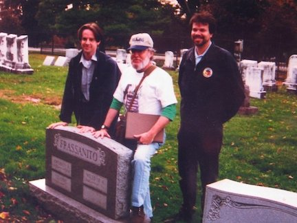 Garry Adelman, William Frassanito and Tim Smith at Frasanito's grave in Evergreen Cemetery, Gettysburg, 1996