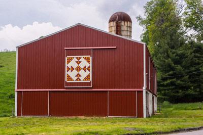Sallie's T quilt barn