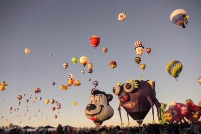 Mass ascension of special shape balloons at the Albuquerque Balloon Fiesta