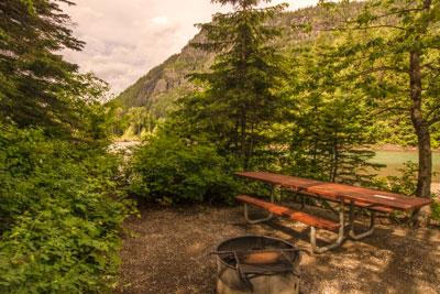 Picnic area near the trailhead for Trail of the Cedars