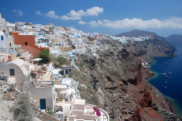 SantoriniBy Simm (Own work) [CC BY-SA 3.0 (http://creativecommons.org/licenses/by-sa/3.0) or GFDL (http://www.gnu.org/copyleft/fdl.html)], via Wikimedia Commons