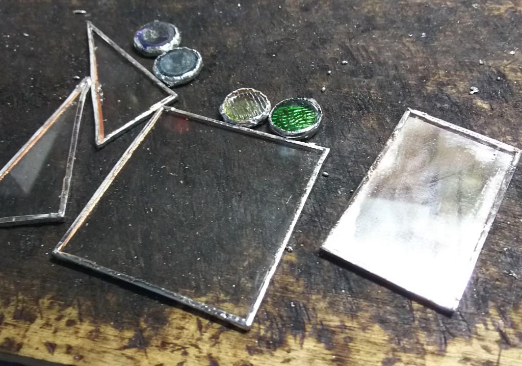 ステンドグラスで遊ぼう!簡単メモスタンドの作り方