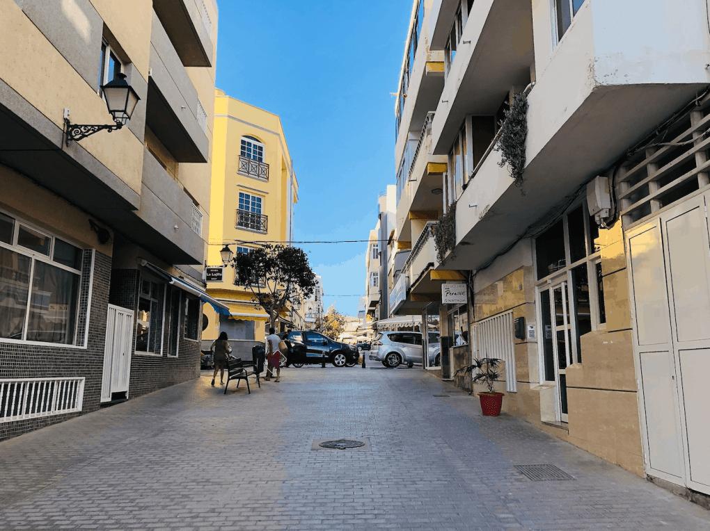 Straat in Arguineguin Werken in Gran Canaria