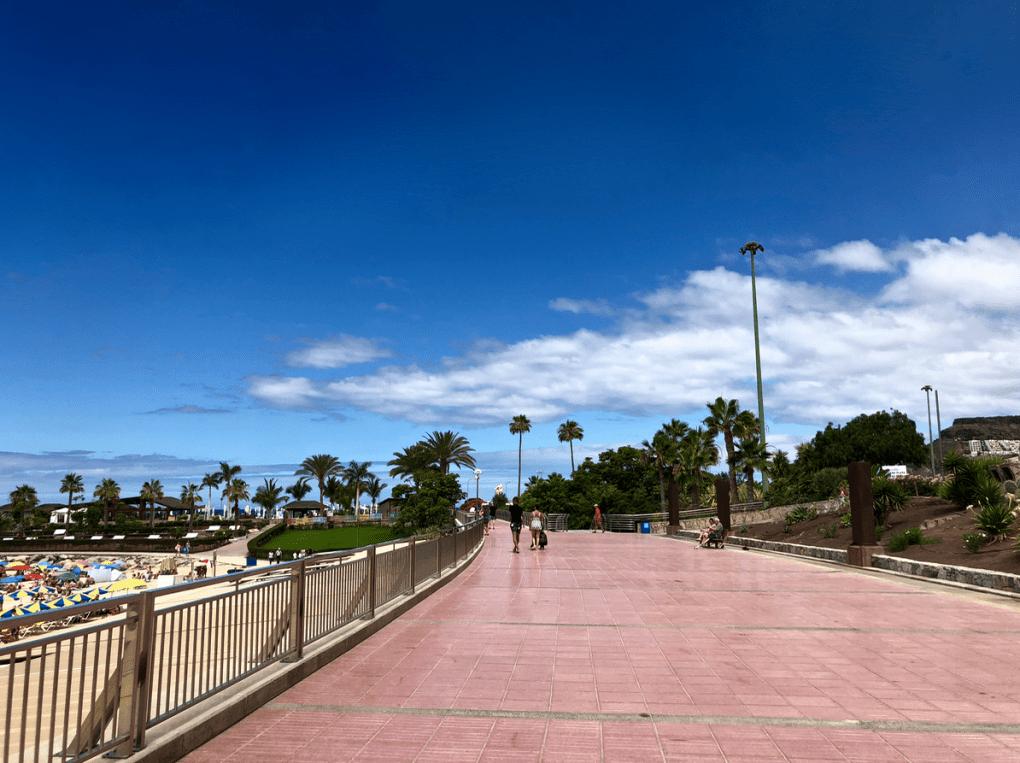 Emigreren Gran Canaria - Budget vakantie Gran Canaria - 10 tips om geld te besparen op je vakantie naar Gran Canaria - Amadores strand boulevard