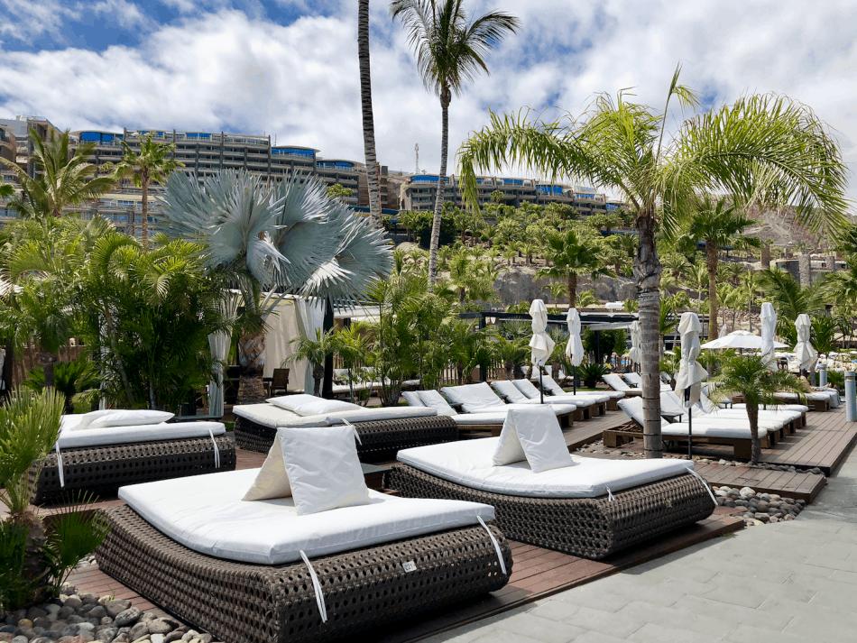 Vakantie tips - 10 stranden op Gran Canaria die je bezocht moet hebben - Maroa Beach Club Anfi del Mar Gran Canaria