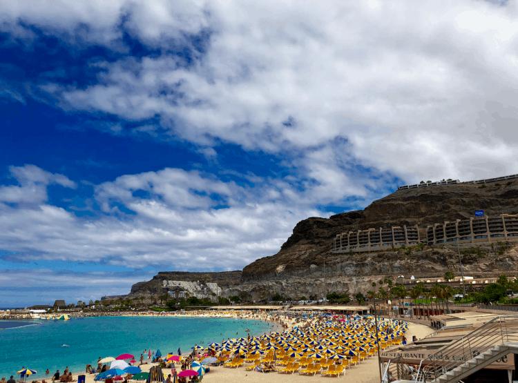 Emigreren Gran Canaria - Vakantie tips - Top 5 stranden aan de westkust van Gran Canaria - Wit strand Amadores Gran Canaria