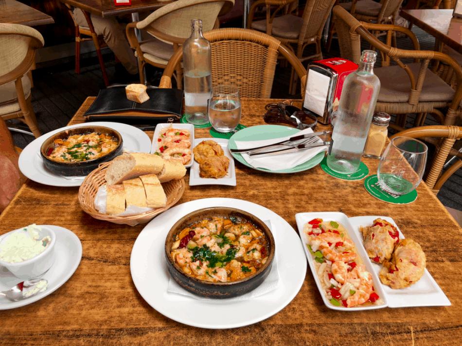 Spaanse tapas eten bij El Picoteo in San Fernando Gran Canaria
