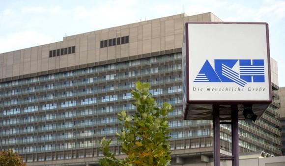 Spitalul preferat al romanilor: AKH din Viena. Acolo s-a operat inclusiv fostul presedinte Basescu. Poza este luata de pe Click.ro