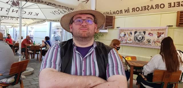 Ingrijirea hainelor si a incaltarilor Emil Calinescu Camasa mov