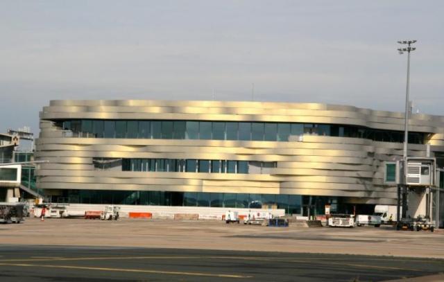 aeroport-international-de-paris-charles-de-gaulle-escaliers-mecaniques-et-ascenseurs-liaison