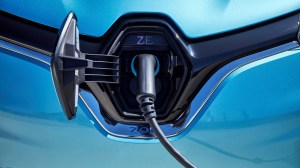 El consumo de un coche eléctrico y uno de combustión