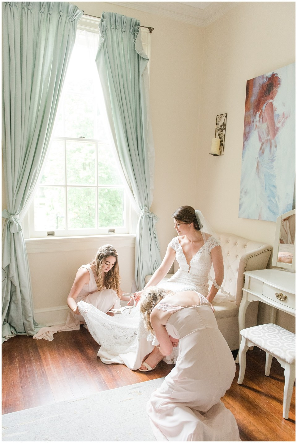 rust-manor-house-virginia-beautiful-getting-ready-bridal-suite-photo