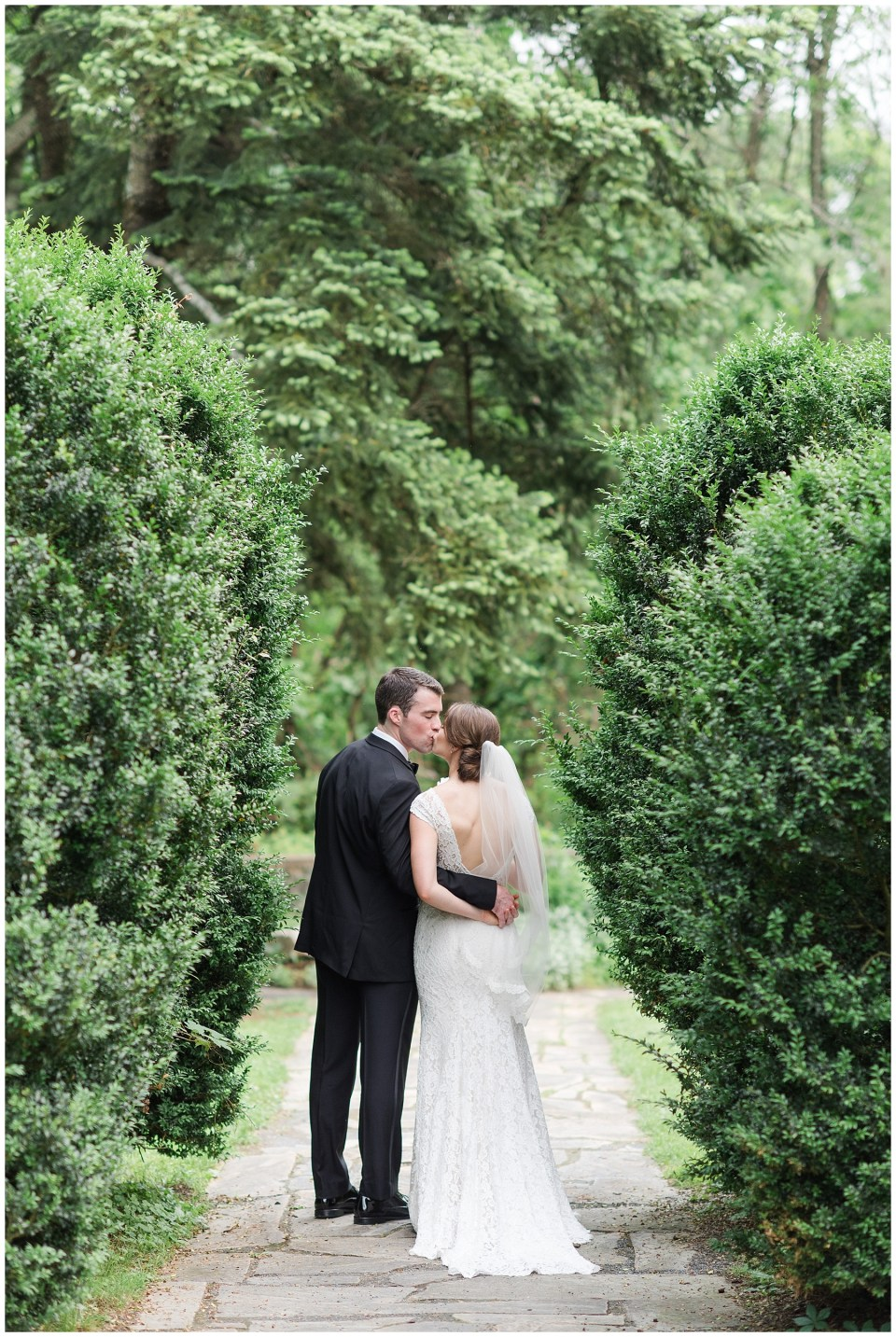 rust-manor-house-garden-romantic-wedding-photo