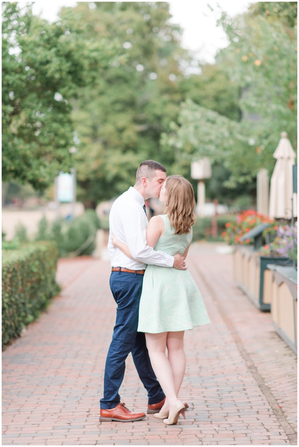 colonial-williamsburg-engagement-photo