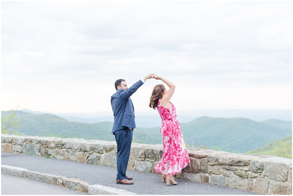 thorofare-mountain-overlook-skyline-drive-engagement-photo