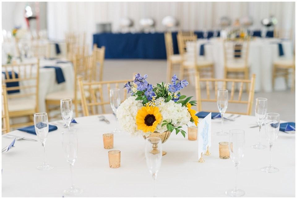sunflower-centerpiece-wedding-photo