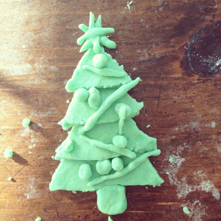 christmas play dough craft #xmascraftaday