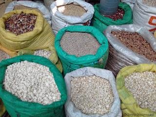 Dry goods, Feria Libre, Cuenca, Ecuador
