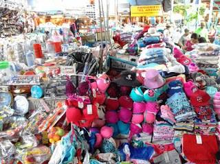 Clothing, cookware, Feria Libre, Cuenca, Ecuador