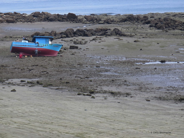 Puerto Lopez low tide boat maintenance